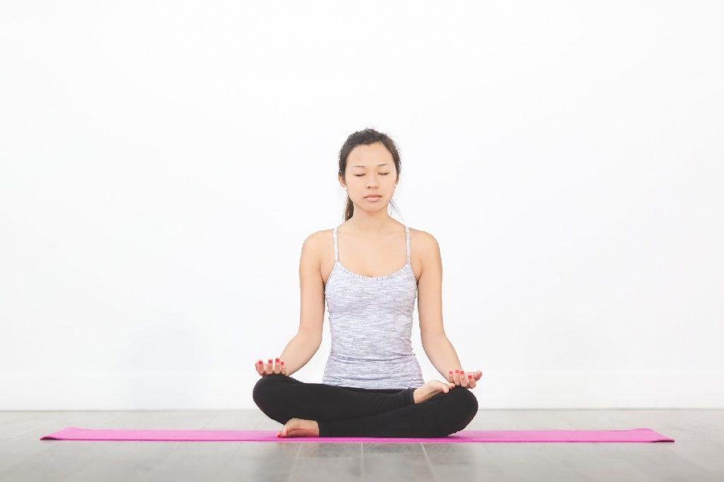 femme asiatique méditation